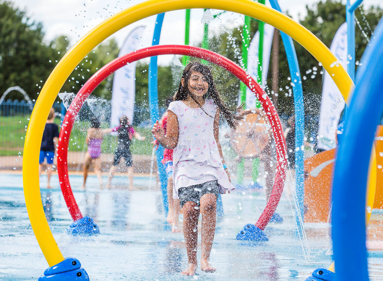 Splashpad-happy-children-playing-Willen-Lake-South